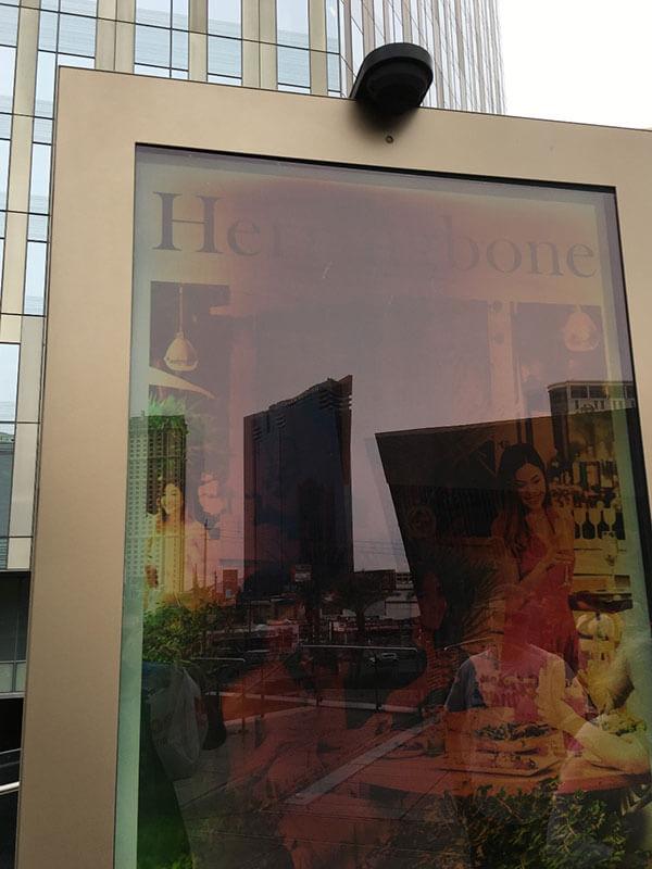 des taches noires apparaissant sur votre écran, comme cet exemple à Las Vegas