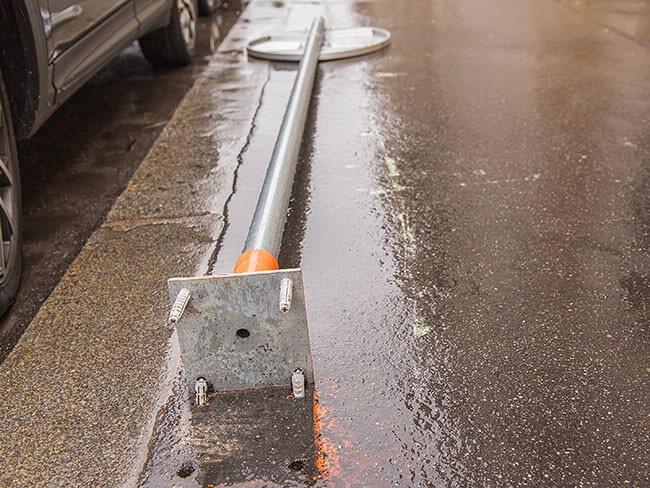 Les panneaux de signalisation coûteux à réparer