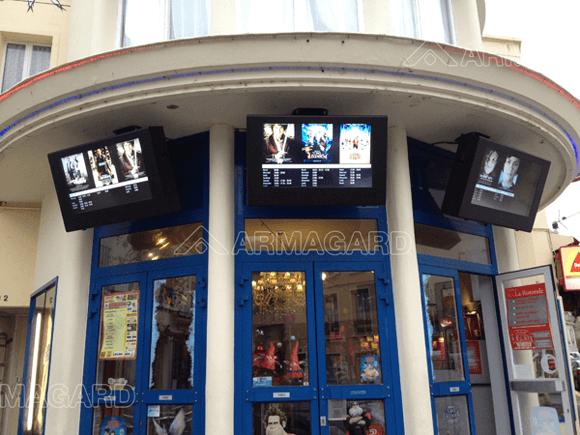 outdoor digital signage à un cinéma