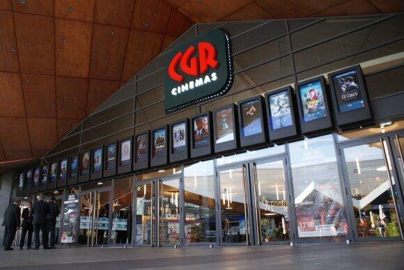 affichage numérique Armagard à l'entrée d'un cinéma CGR